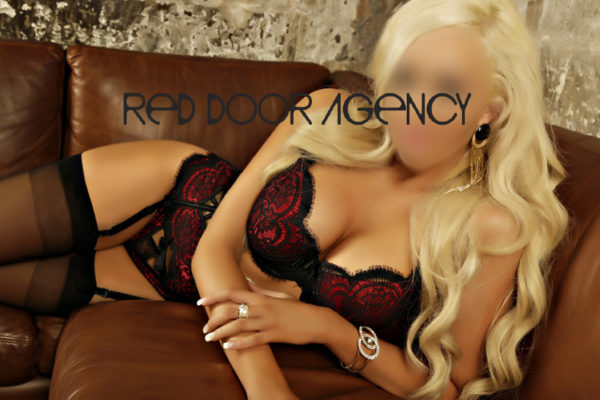 Escorts for Couple - The Secrets To A Successful Threesome